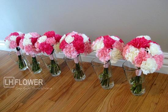 Hoa cẩm chướng cầm tay cô dâu