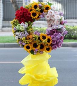 Hoa khánh thành cắm theo kiểu hiện đại