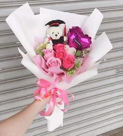 Bó hoa sinh nhật và gấu bông tặng bạn gái