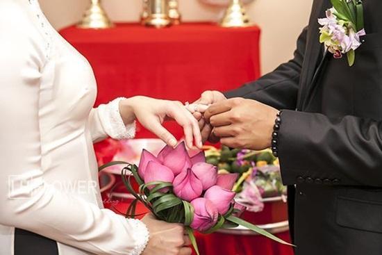 Bó hoa sen cưới cầm tay