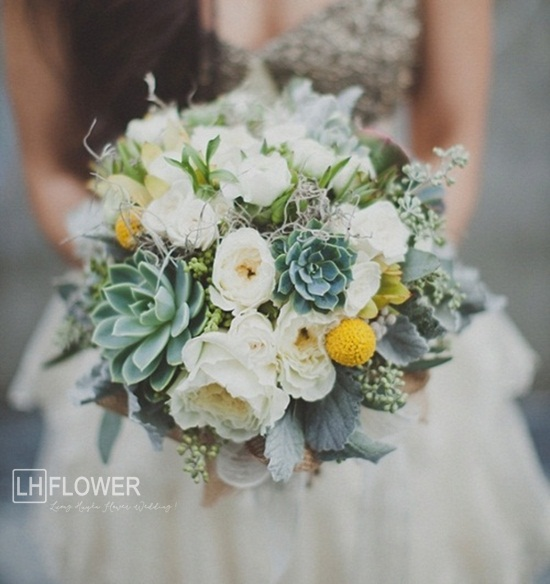 hoa cầm tay sen đá